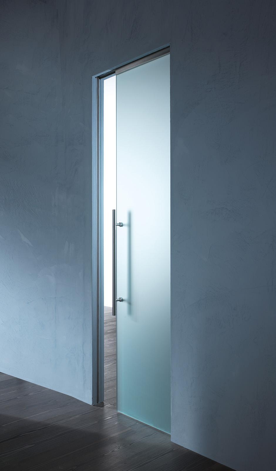 Porte vetro scorrevole essential syntesis il vetraio for Copri muro esterno prezzi
